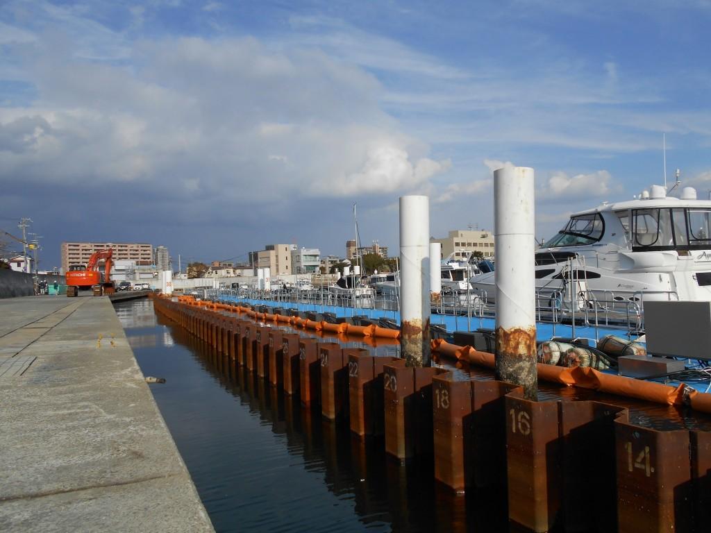 12月19日新設護岸の鋼矢板打設完了